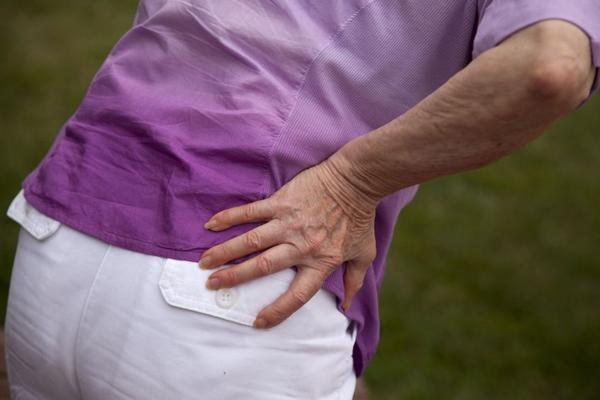 Show hip pain in woman's lower back and hips